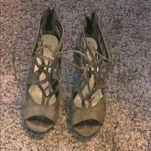 Olive Tie Heels, Size 7